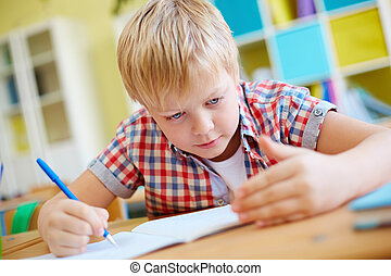 Cheating - Elementary learner cheating at lesson