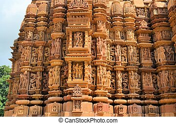 Erotic Kamasutra carvings of Hindu temple in India -...