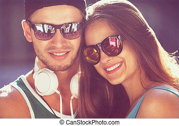 cierre, Arriba, retrato, de, feliz, sonriente, hipster,...