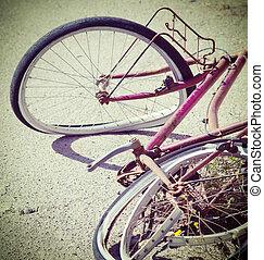 cassé, Vélo, abandonnés, sur, les, bord, de, les, route,