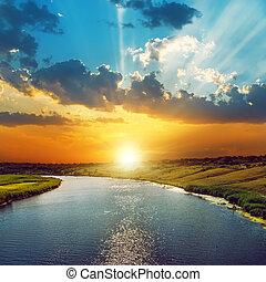 bra, solnedgång, In, skyn, och, flod,