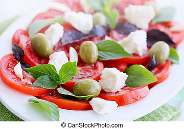 salad with tomato goat cheese