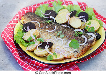 Grilled fish with potatoes, beets and onions