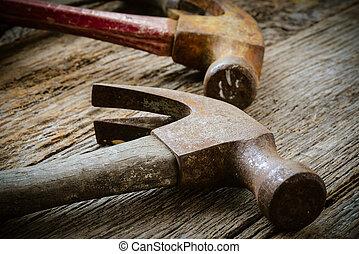 viejo, martillos, en, rústico, madera, Plano de...