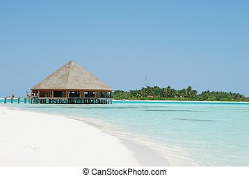 Bungalow\'s architecture and beach on a Maldivian Island -...