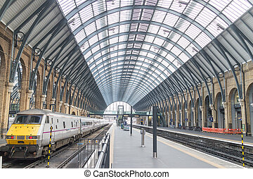 Kings Cross Station platform - Platforms and train in Kings...