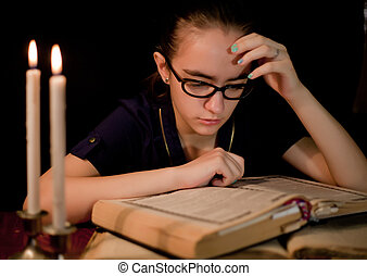 Oscuridad, niña, libro, lectura, biblioteca