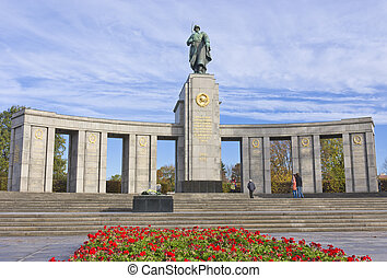 Soviet WW2 memorial, Berlin - soviet world war 2 memorial in...