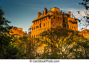 Evening light on an old building in Upper East Side,...