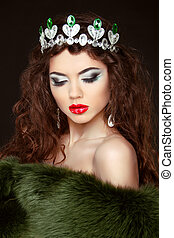 Beauty Fashion Model Girl in Fur Coat Diamond jewelry...