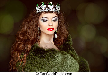 Beauty Fashion Model Girl in Fur Coat. Diamond jewelry....