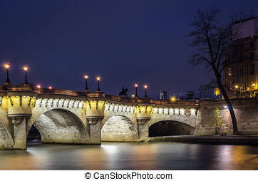 Paris, Pont Neuf, blue hour