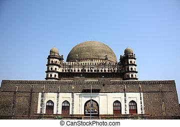 Gol Gumaz in Bijapur - A view of the beautiful architeture...