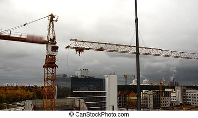 Remove the crane boom. crane disman