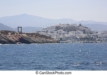 Naxos - View on Naxos and Portala gate seen from the boat