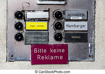 advertising is not allowed - a sign on a haustrüre that...