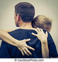 triste, mulher, Abraçando, dela, marido,
