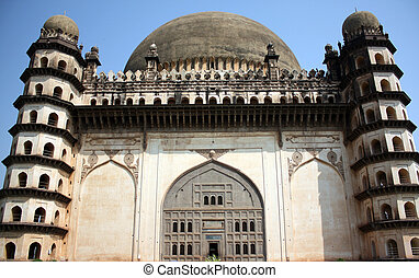 Gol Gumaz Design - The beautiful Islamic architecture of the...