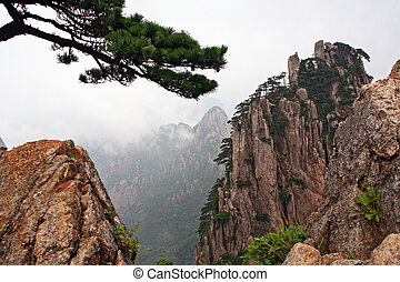 Spectacular rocks and peaks of Huang Shan Mountains, Chinain...