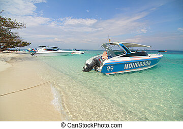 speed boat on the beach - white speed boat on the beach in...