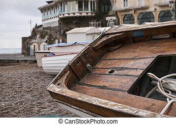 barca sulla riva di positano
