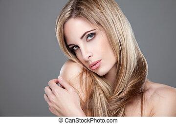 Portrait of an yough beautiful woman - Beauty portrait of an...