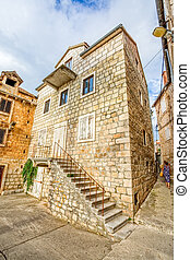 Supetar old stone house - The old stone house in Supetar...