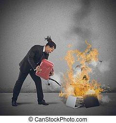 homem negócios, queimaduras, computadores,
