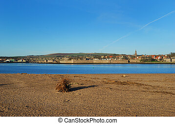 Berwick upon Tweed in mid winter - river Tweed estuary to...