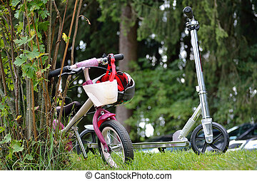 Children bicycle and scooter - Kinderfahrrad und Scooter
