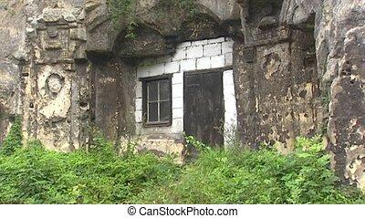 Cave dwellings with limestone blocks facade + pan window -...