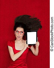 femme, Porter, lunettes, à, tablette,
