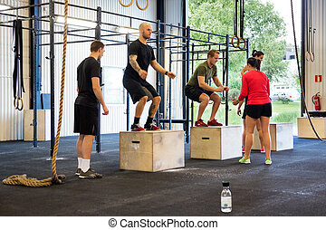 atletas, ejercitar, en, gimnasio,