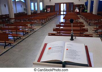 santo, biblia, en, el, cristiano, iglesia, el, atril,