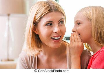 Compartir, secretos, con, mom., feliz, madre, y, hija,...