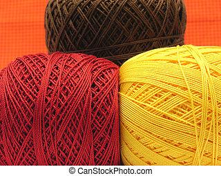 Marrom, Bolas, três, amarela, lã, vermelho