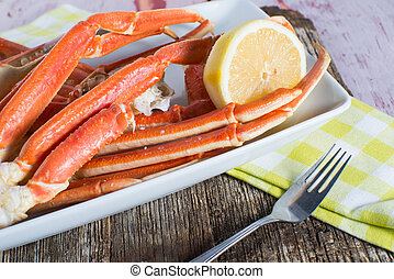 Snow crab legs - Steamed snow crab legs with lemon seafood