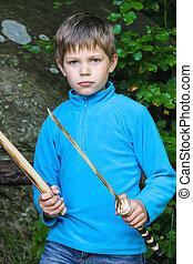 sério, criança, com, Um, madeira, espada,...