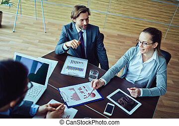 Discussion financial plan - Three business people discussing...