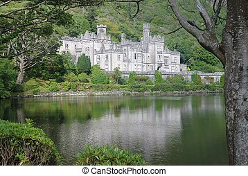 Kylemore abbey in landscape - Kylemore abbey reflexes in...