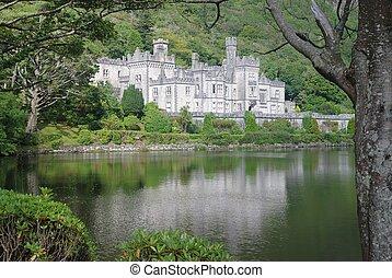 Kylemore abbey in landscape - Kylemore abbey reflexes in...