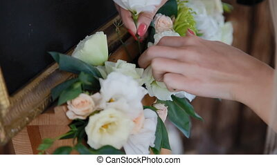Decoration with white eustoma - Woman decorate the wedding...