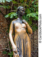 Statue of juliet in verona, italy The Juliets statue at...