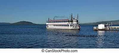 Lakeland Queen cruise -Rotorua New Zealand - ROTORUA, NZL -...
