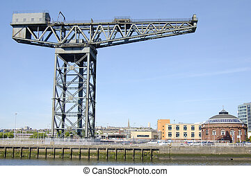 Glasgow-06-0062 - Landmark crane on the bannk of the River...