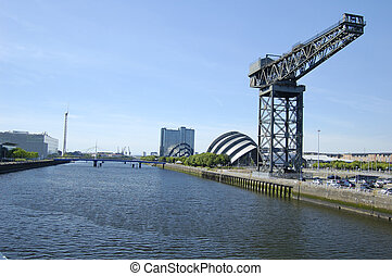 Glasgow-06-0060 - Landmark crane on the bank of the River...