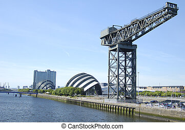Glasgow-06-0061 - Landmark crane on the bank of the River...