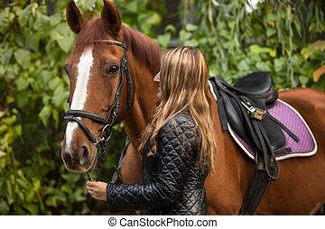 foto, de, hermoso, mujer, tenencia, caballo, por, rienda,