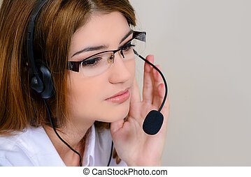 headset cinsultant - Friendly smiling young woman surrort...