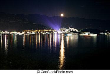 paisagem, de, lua, brilhar, sobre, litoral, cidade, em,...